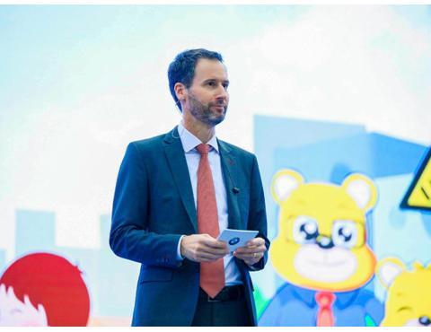 """成功创造""""最大规模的交通指挥手势课"""" 吉尼斯世界纪录™称号 2018 BMW儿童交通安全训练营圆满收官"""